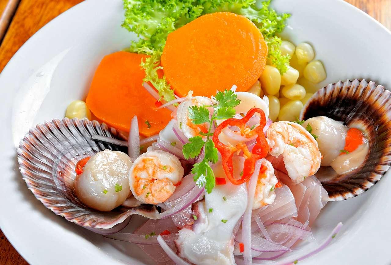Mieszanka owoców morza i ceviche z ryb. puzzle ze zdjęcia