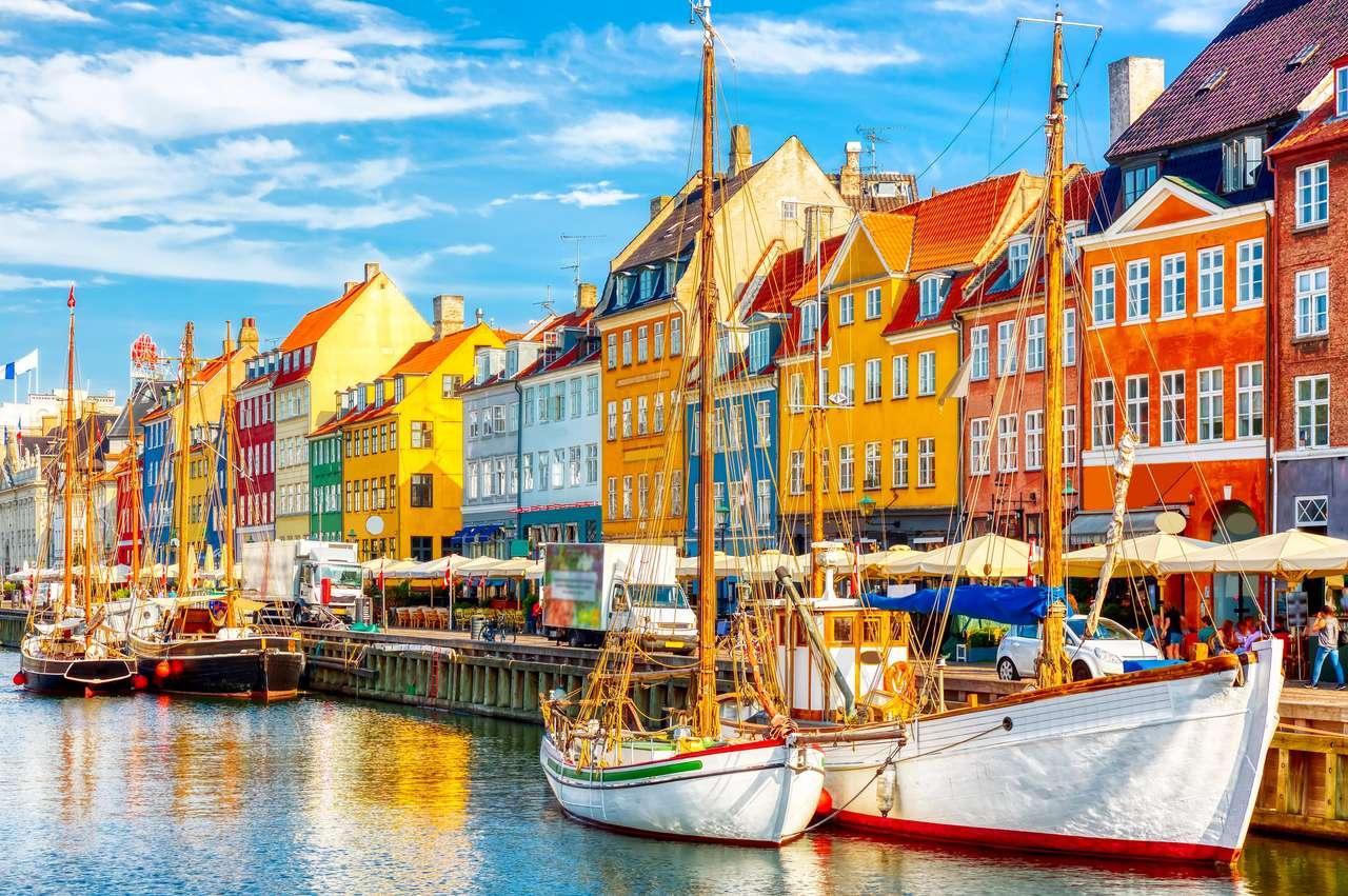 Stary port Nyhavn w centrum Kopenhagi